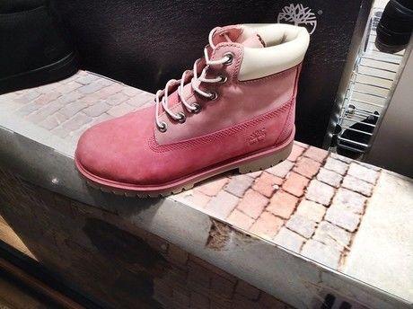ティンバーランドのピンクのブーツ