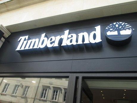 ティンバーランドの店の看板