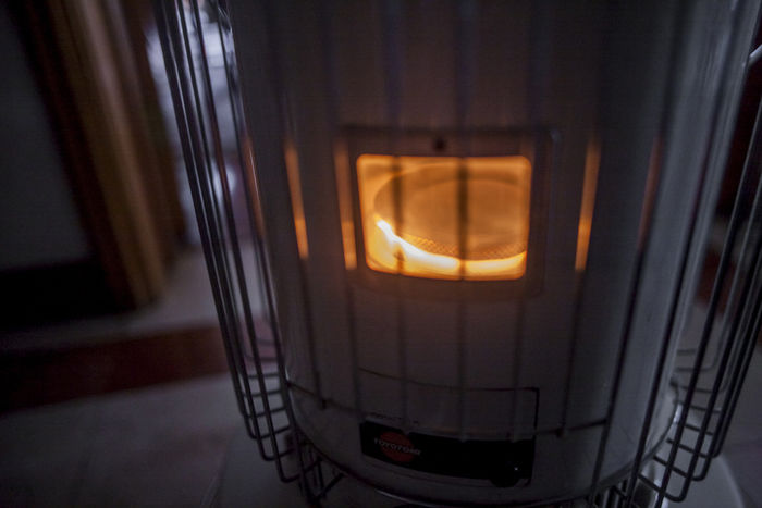 火の付いたストーブの写真