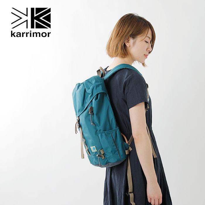 カリマーVTデイパックRを背負った女性