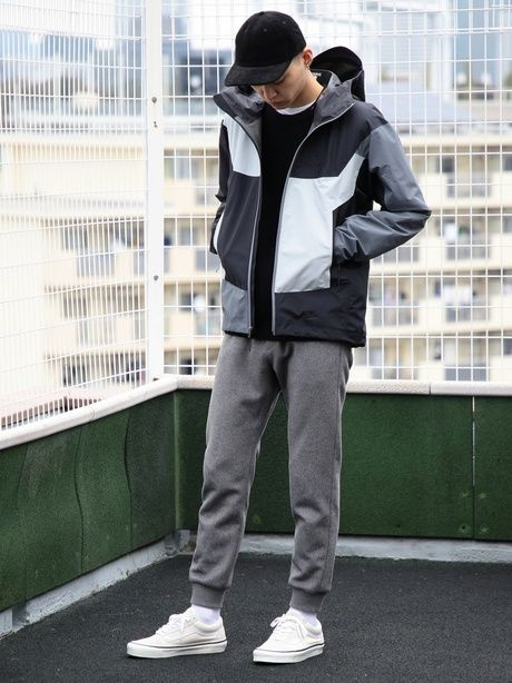 アークテリクスのジャケットを着た男性の写真