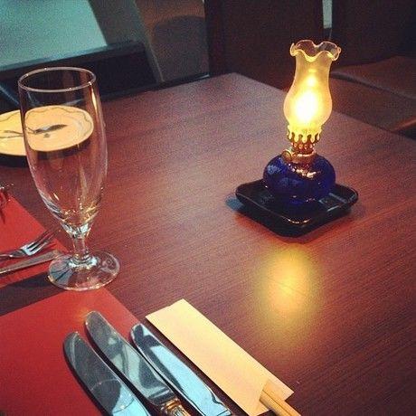 テーブルに置かれたアルコールランプ