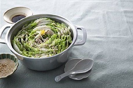 無水鍋で白菜の鍋を作っている写真