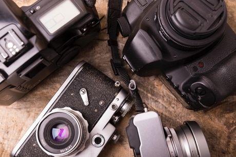 カメラがたくさん置いてある写真