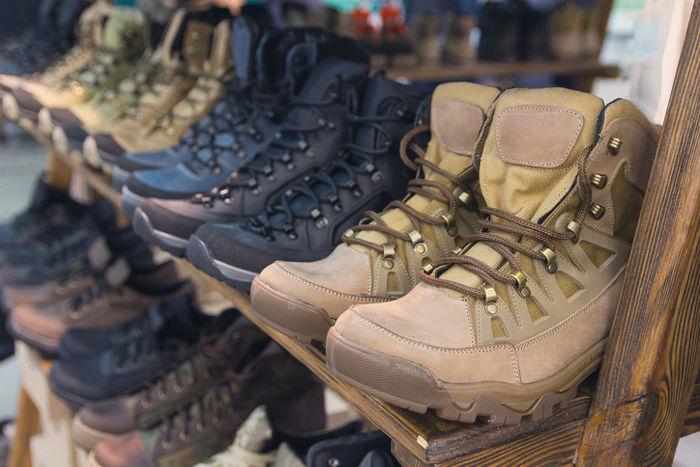 ブーツを売っているショップのカウンター