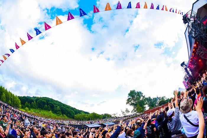 フェスで盛り上がっている様子の写真
