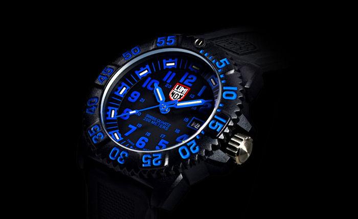 夜間でも見やすいルミノックスの腕時計