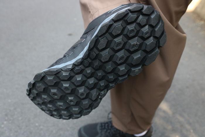 ニューバランスのスニーカーの足裏の写真