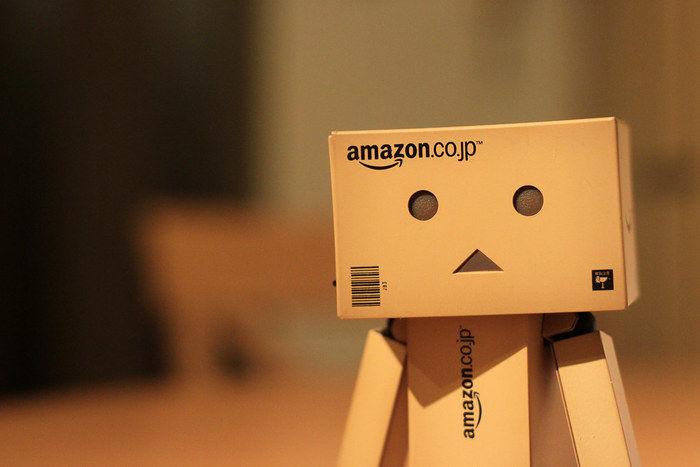 Amazonのダンボール人形