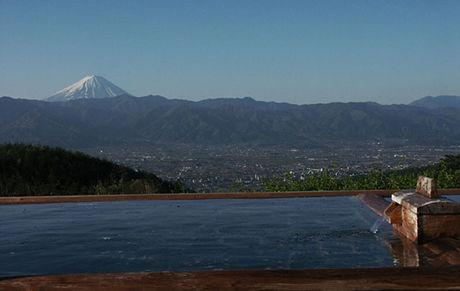 ほったらかし温泉から見た富士山の様子
