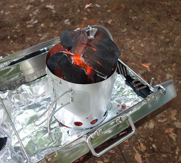 火起こし器で着火する様子