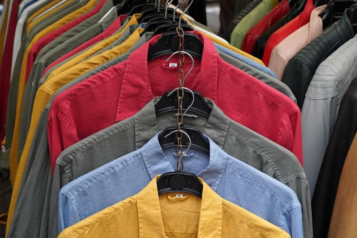 カラフルなリネンシャツ