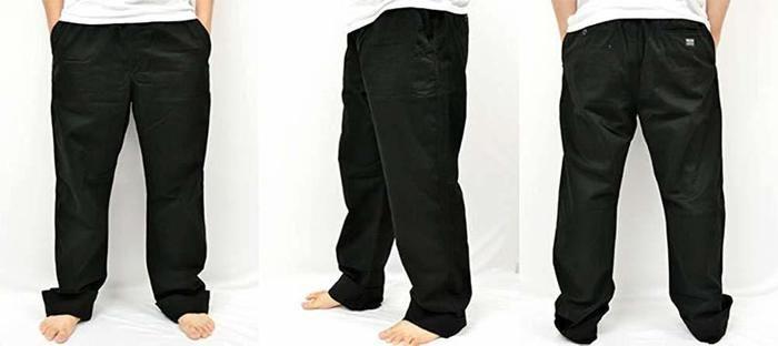 ワークパンツを履いた男性の写真