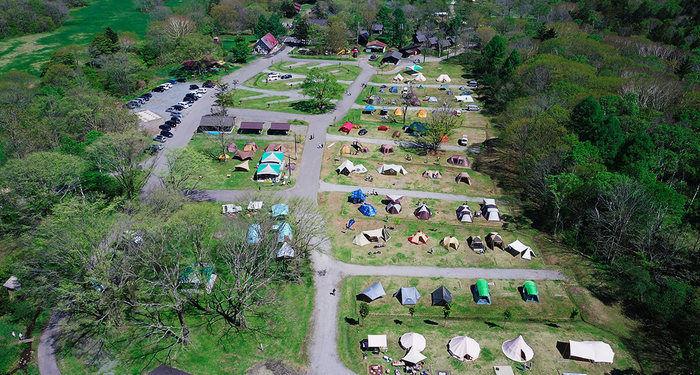 戸隠キャンプ場のテントサイトの上空からの写真