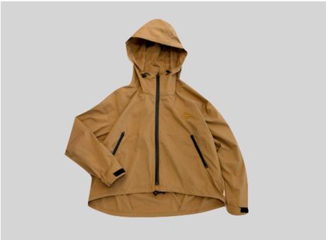 ブラウンカラーのレインウェアジャケットの画像