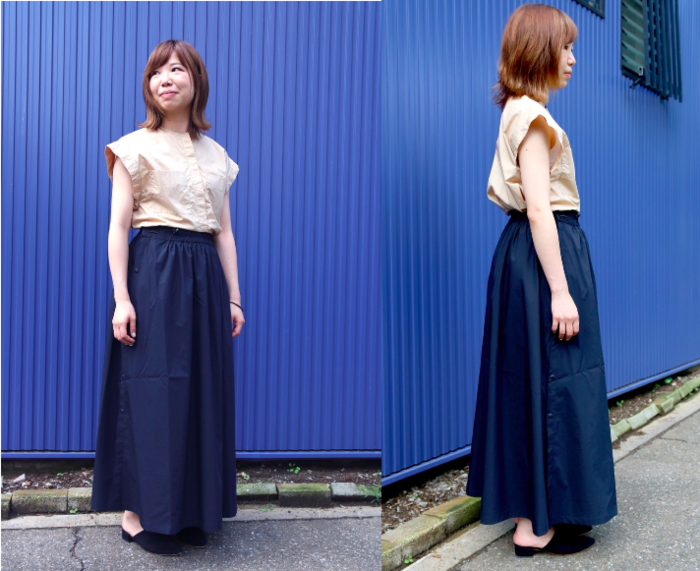 レインウェアスカートを履いたタウンコーデをしている女性の写真