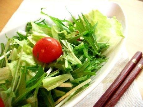 机上のサラダ
