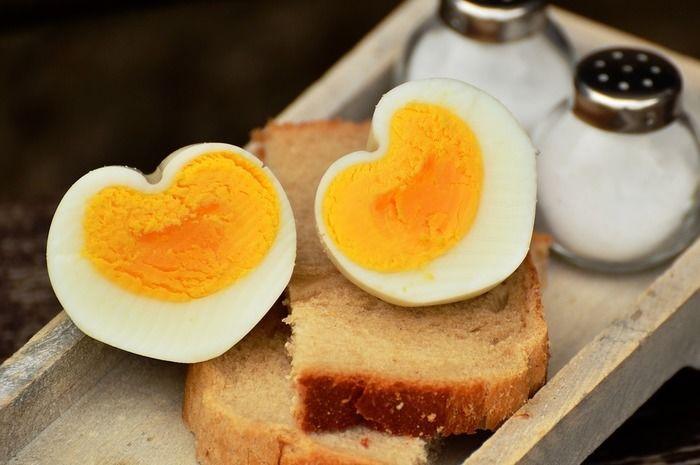 ゆで卵と食パン