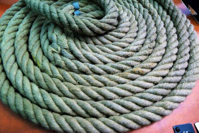 とぐろ状のロープ
