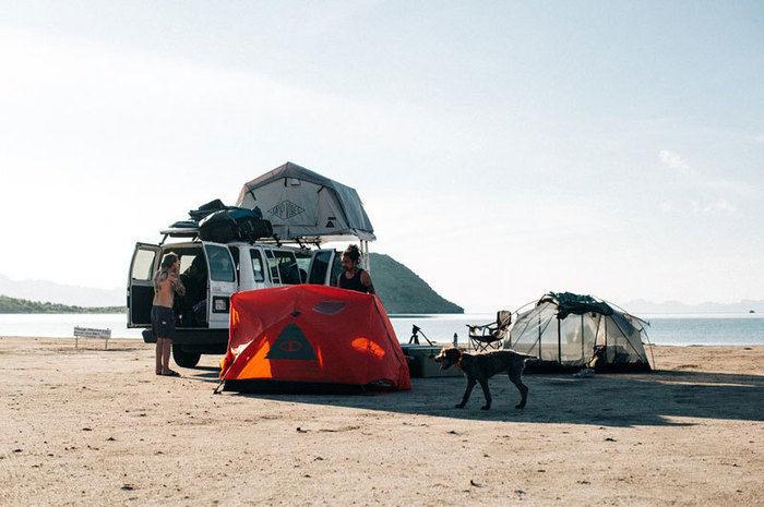 POLeRテントでのキャンプの様子