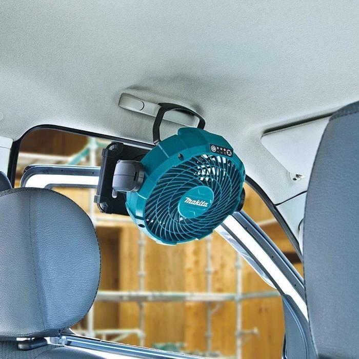 マキタの扇風機が車内に設置されている様子