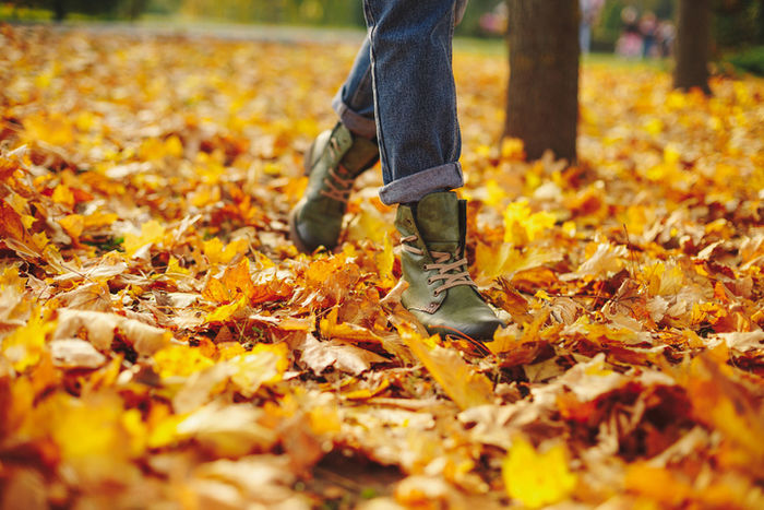 ブーツを履いているの人の足元の写真