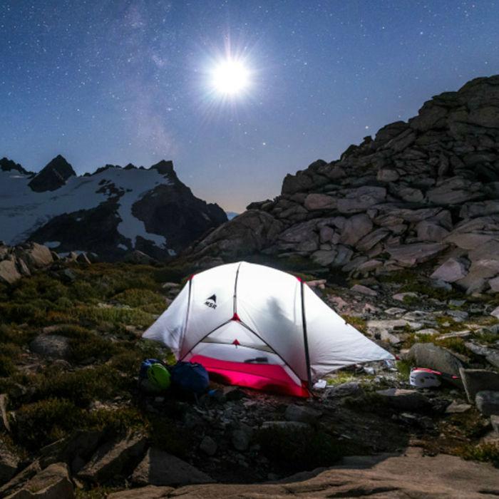 MSRのテントでのキャンプ の様子