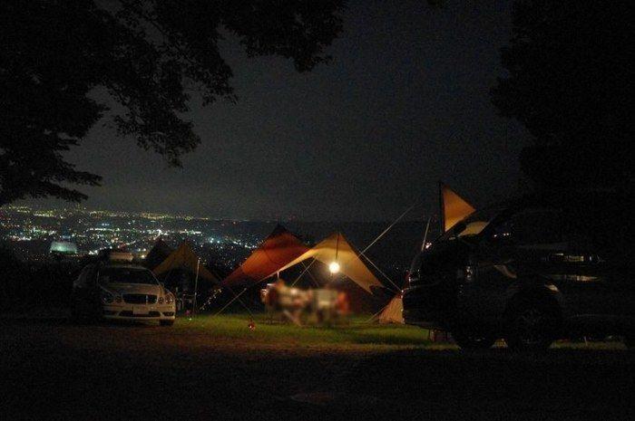 くりの木キャンプ場の管理小屋前の様子