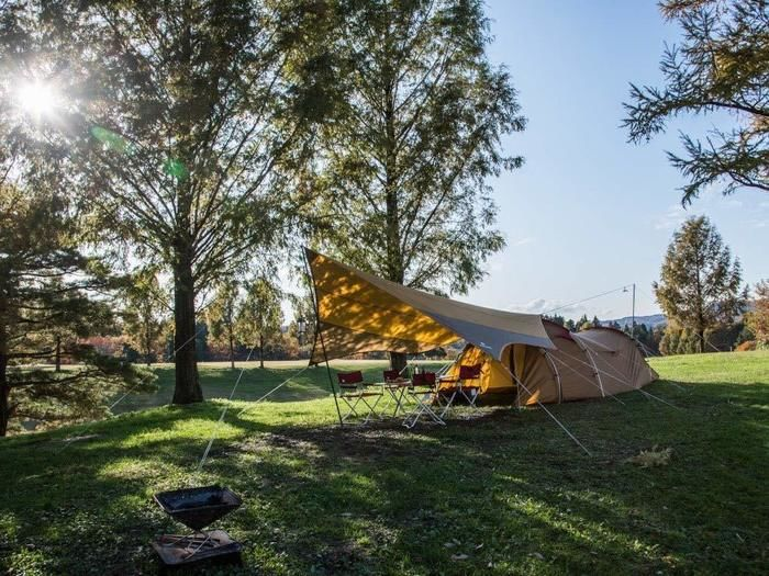 テントサイトの貼ってあるスノーピークのテントの写真
