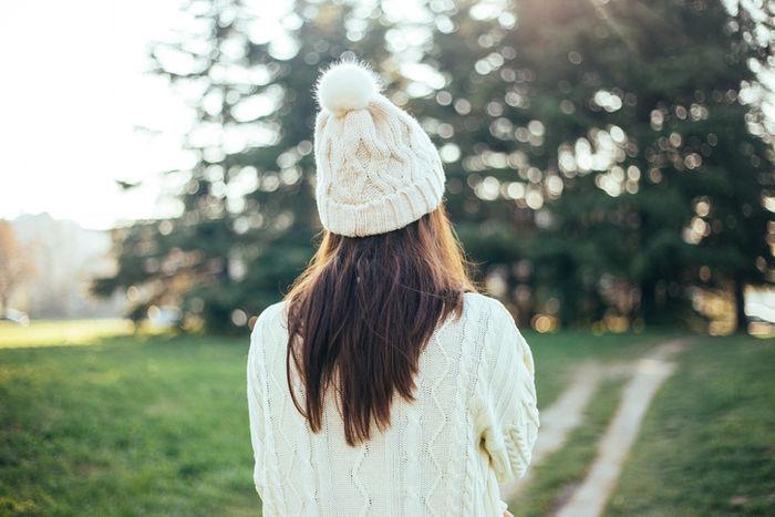 ニット帽を被った女性の写真