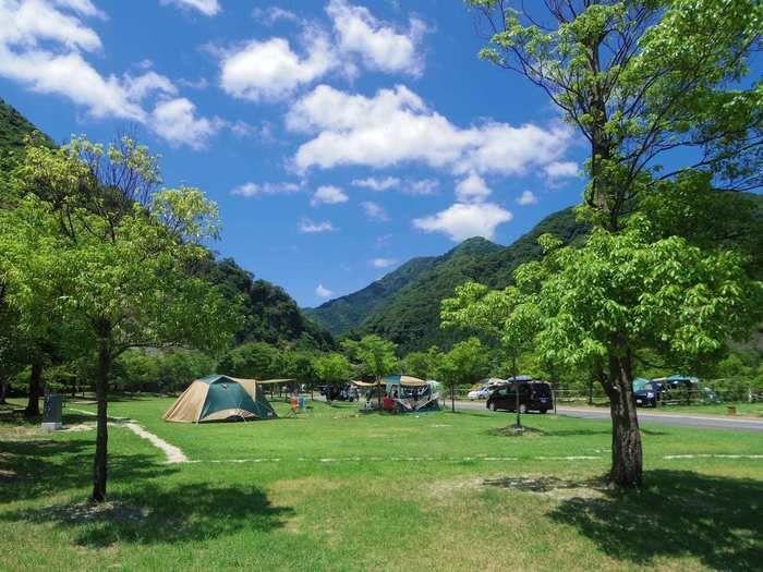 青川峡キャンピングパークのオートサイトの様子