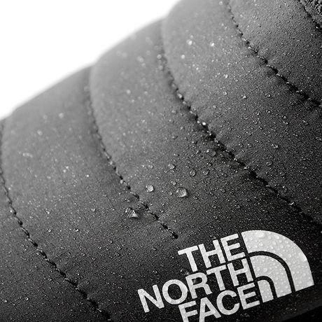 ザ・ノース・フェイスのスノーブーツの表面