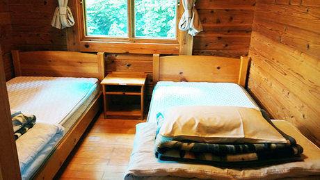 妖精の森キャンプ場のコテージの内装の写真
