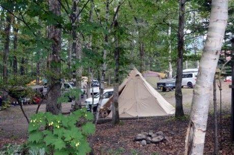 隠れ家的オートキャンプ場 遊び小屋 コニファーの様子