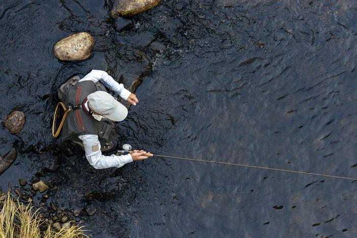 釣りをしている男の人の写真