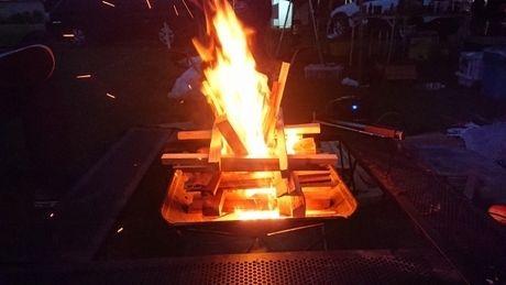 焚き火の薪の組み方
