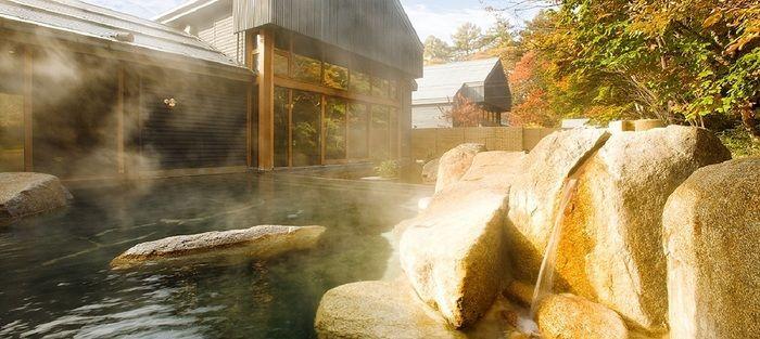 トンボの湯の露天風呂