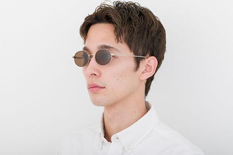 オーバルのサングラス