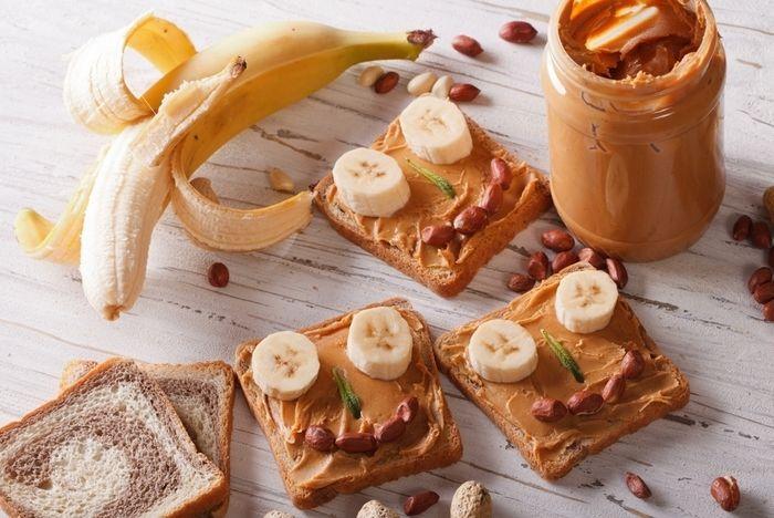 バナナとピーナッツバターのサンド