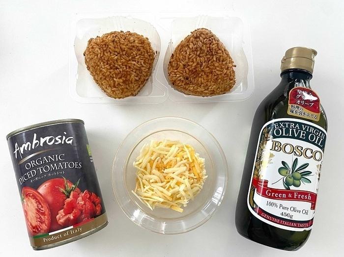 冷凍焼きおにぎりのトマトチーズ煮込みの材料