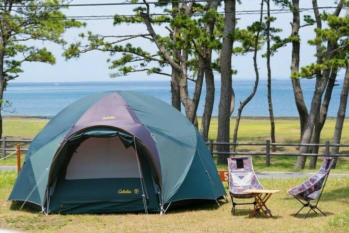 海辺に張ったテント