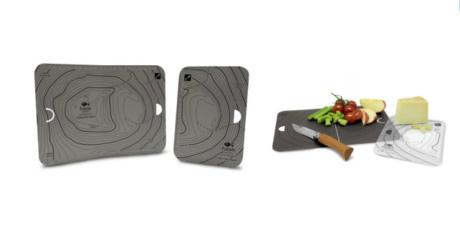 小さな板を大きな板で挟めばコンパクトに収納可能なカッティングボード