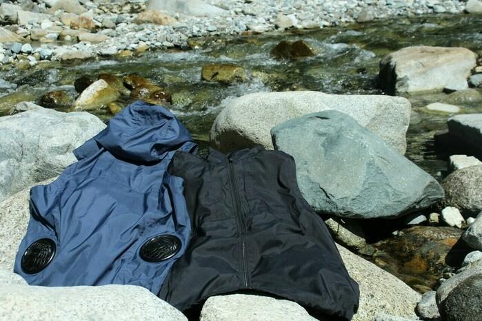 川辺に置いた空調服