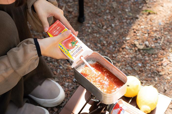 トマトジュースの紙パックを1本