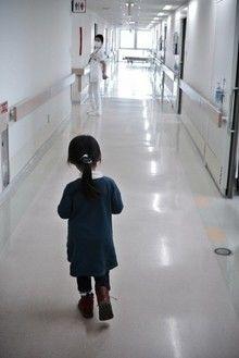 病院にいる子供