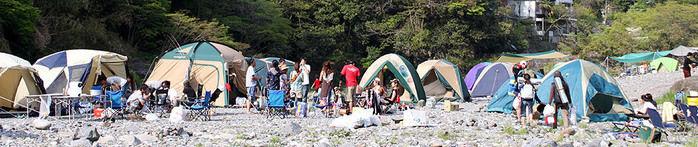 川井キャンプ場に張られたたくさんのテント