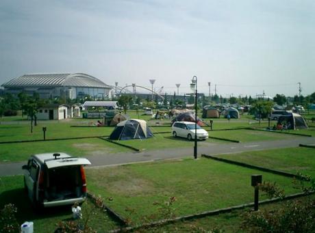 舞洲スポーツアイランド・オートキャンプ場の様子