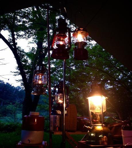 灯りがともされたランタンツリー