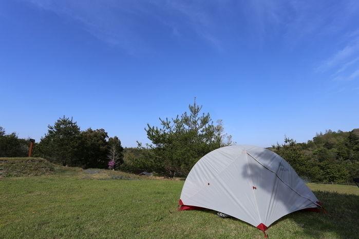 キャンプ場に立てられたテント