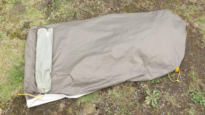 畳まれたテント